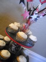 Guest Tutorial — Make Sparkling Cider Cupcakes {with free New Year's Eve printable}