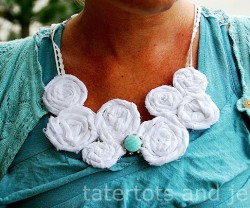 beachy+rosette+necklace+tutorial+view[1]