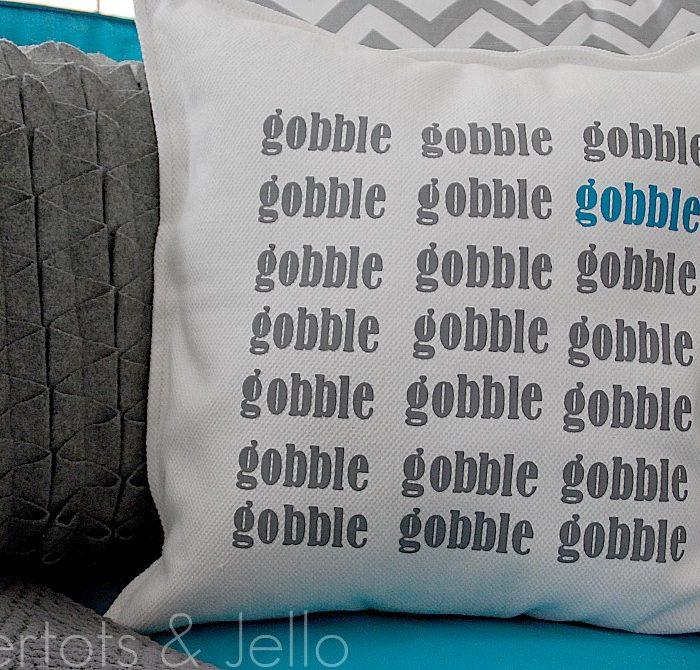 {{Gobble Gobble}} Thanksgiving Pillow tutorial