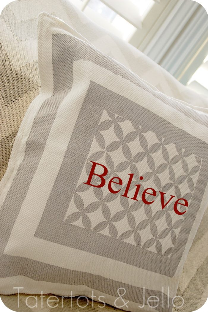 Quatrefoil Screen Printed Pillow {tutorial}!!