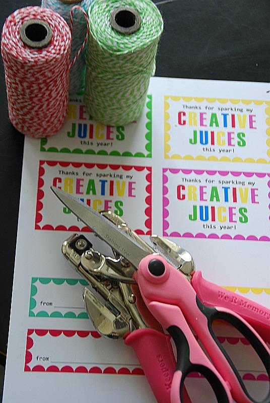 TeachersAppreciationGiftTagsupplies:printabletags,scissors,hole punch,string.