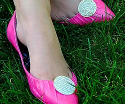 10-minute shoe makeover grass