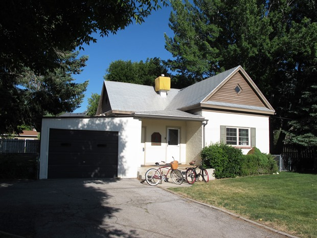 1905 cottage before - outside