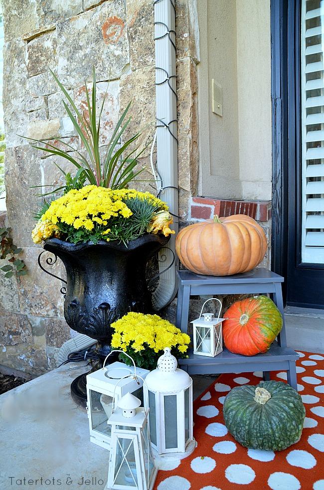 fall planter layering at tatertots and jello