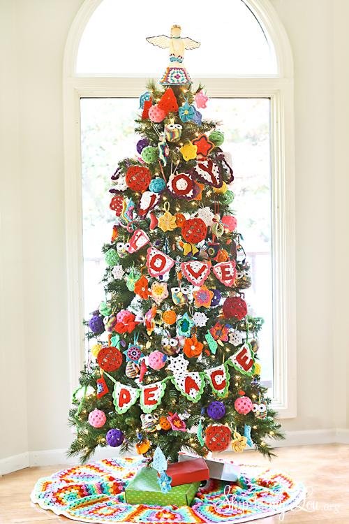 Crochet-Ornament-Decorated-Christmas-Tree[1]
