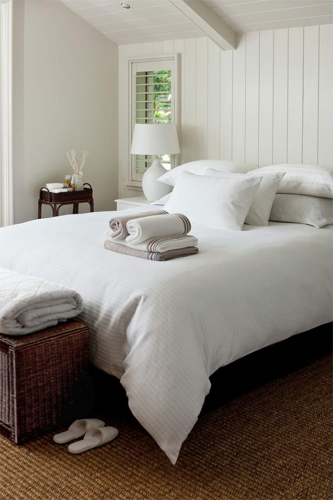 guest room fluffy pillows