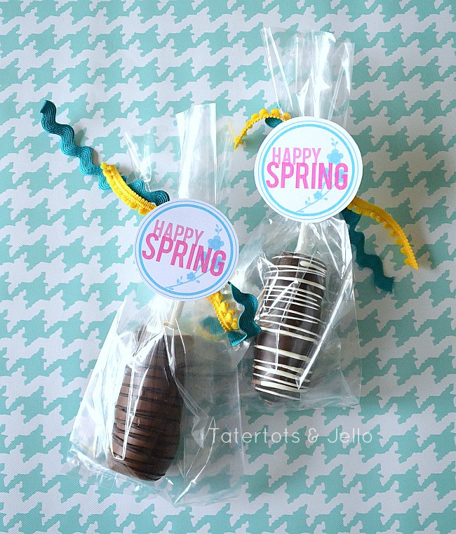 Free-Happy-Spring-Labels-in-three-different-colors-at-Tatertots-and-Jello
