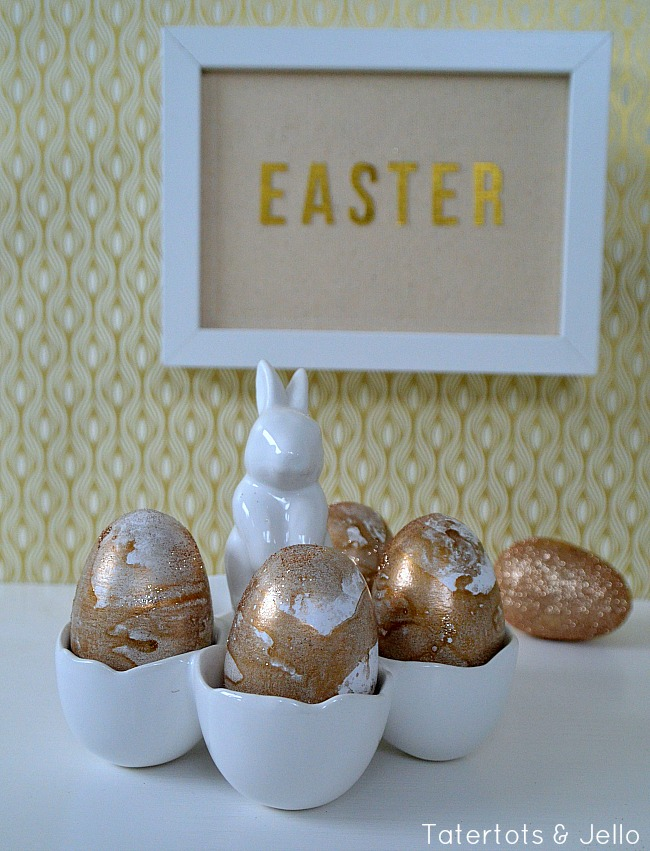 gold and glitter marble eggs tutorial at tatertots and jello