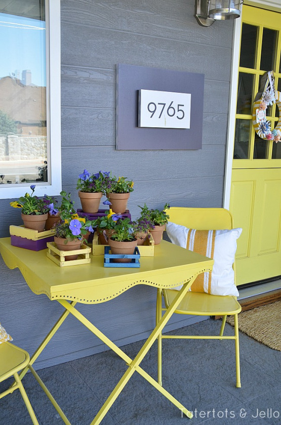 spring-crate-flower-display-at-tatertots-and-jello