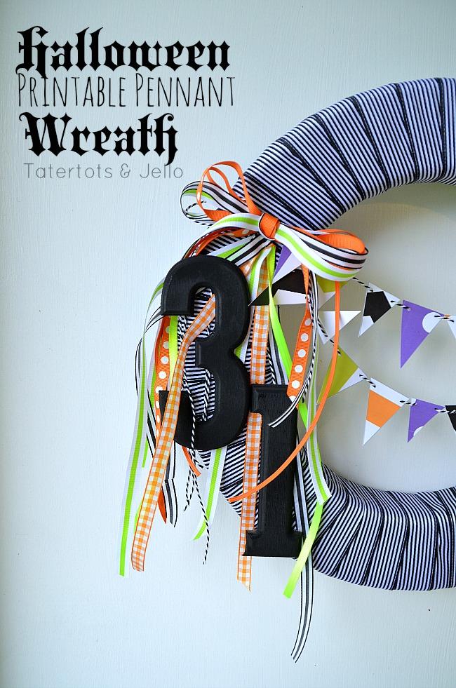 Blak and White Halloween wreath and free bunting printables. #halloween #wreaths #freeprintables
