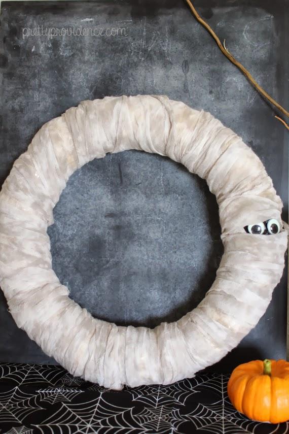 mummy-wreath-halloween