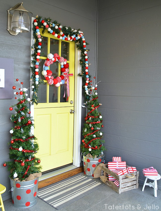 Christmas porch at the 1905cottage tatertots and jello for Patios decorated for christmas