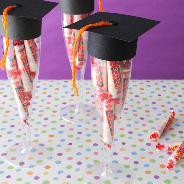 Graduation-Cap-Parrty-Favors-Made-from-Plastic-Champagne-Flutes