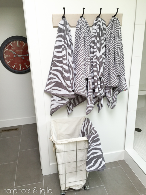 bhg.bathroom.2015.tatertotsandjello-15