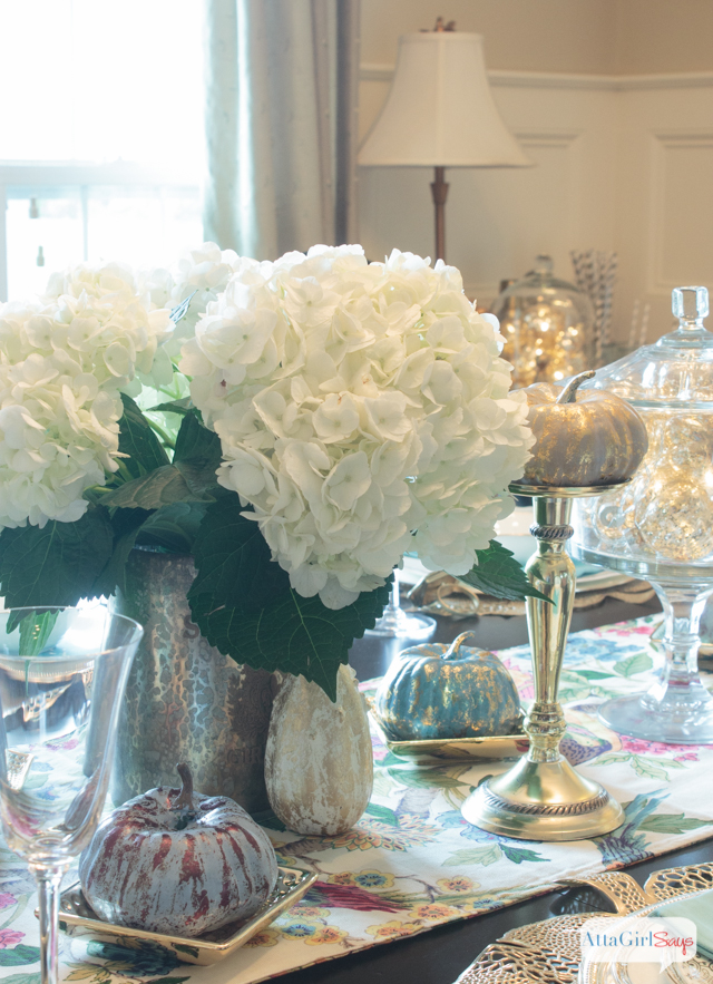 decorating-with-metallics-fall-tablescape-ideas-2
