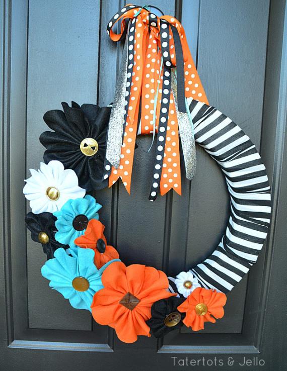 halloween-black-and-white-felt-wreath-at-tatertots-and-jello1