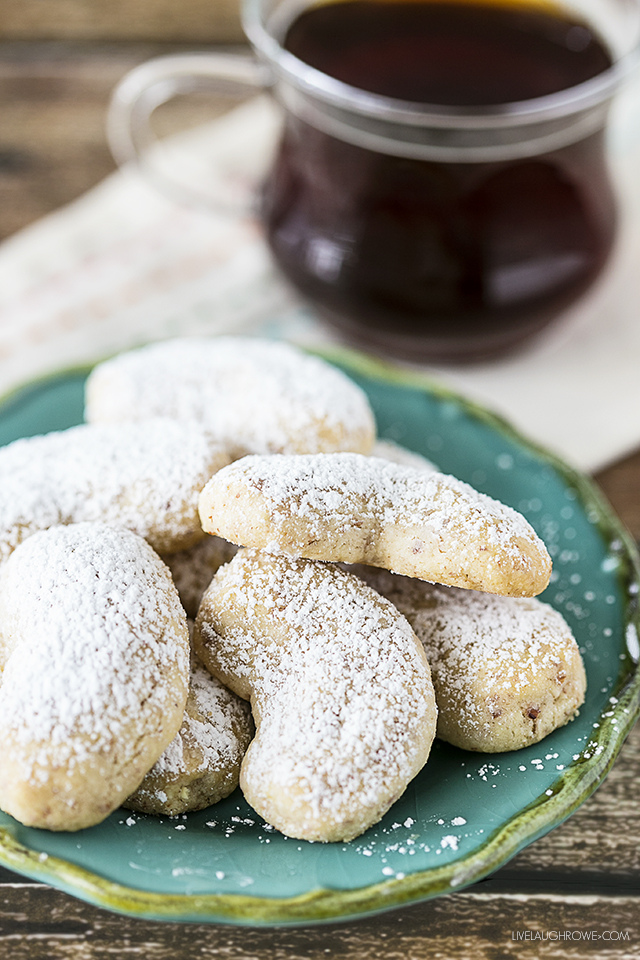 If you love cookies, these Vanilla Crescents are sure to be a delight. Pair with a cup of coffee or tea and enjoy the hints of vanilla and almond! livelaughrowe.com