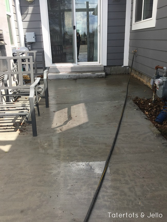 cleaning mold from cement with a bleach solution