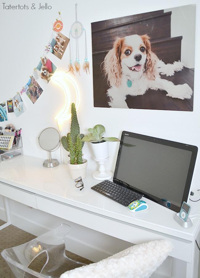 teenage-workspace-white-room