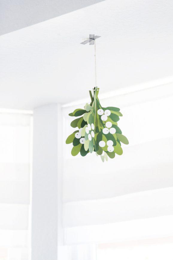 printable mistletoe christmas decoration