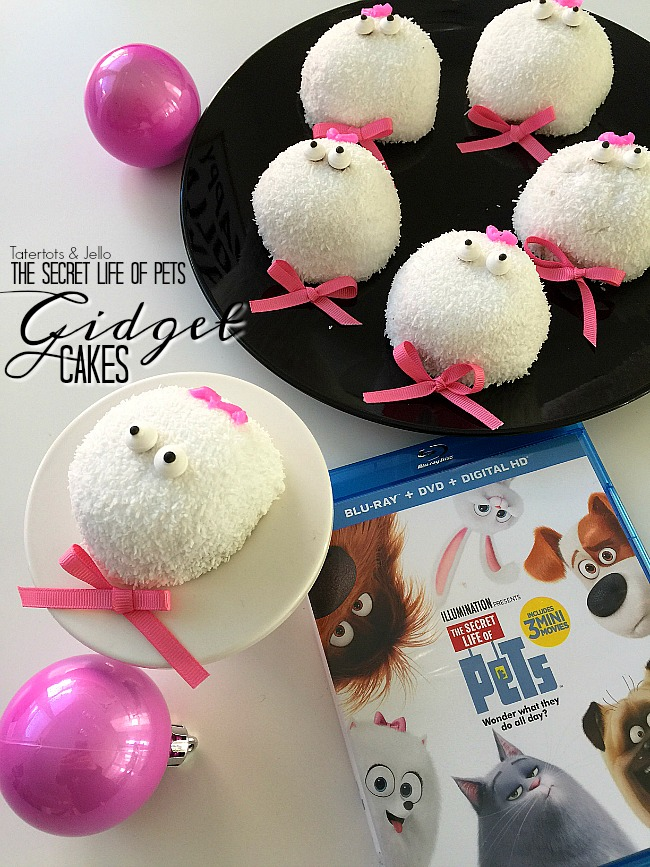 The secret life of pets Gidget Cakes. Make these white fluffy Gidget cakes in 5 minutes. Easy Secret Life of Pets party idea!