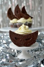 Masquerade Party: Cupcakes with White Chocolate Ganache Frosting
