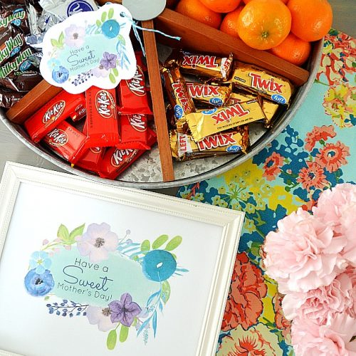 Lazy susan mother's day sweet gift idea and free printables. Print off these pretty watercolor gift tags and fill a lazy susan with mom's favorite treats for mother's day!