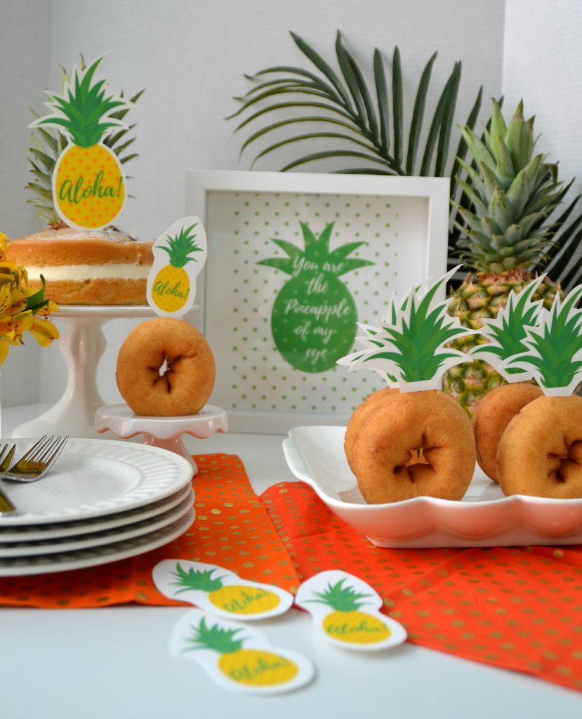 Make your donuts look like pineapples with these little printable donut dessert toppers!