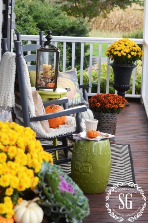 Floral fall porch at Stone Gable Blog.
