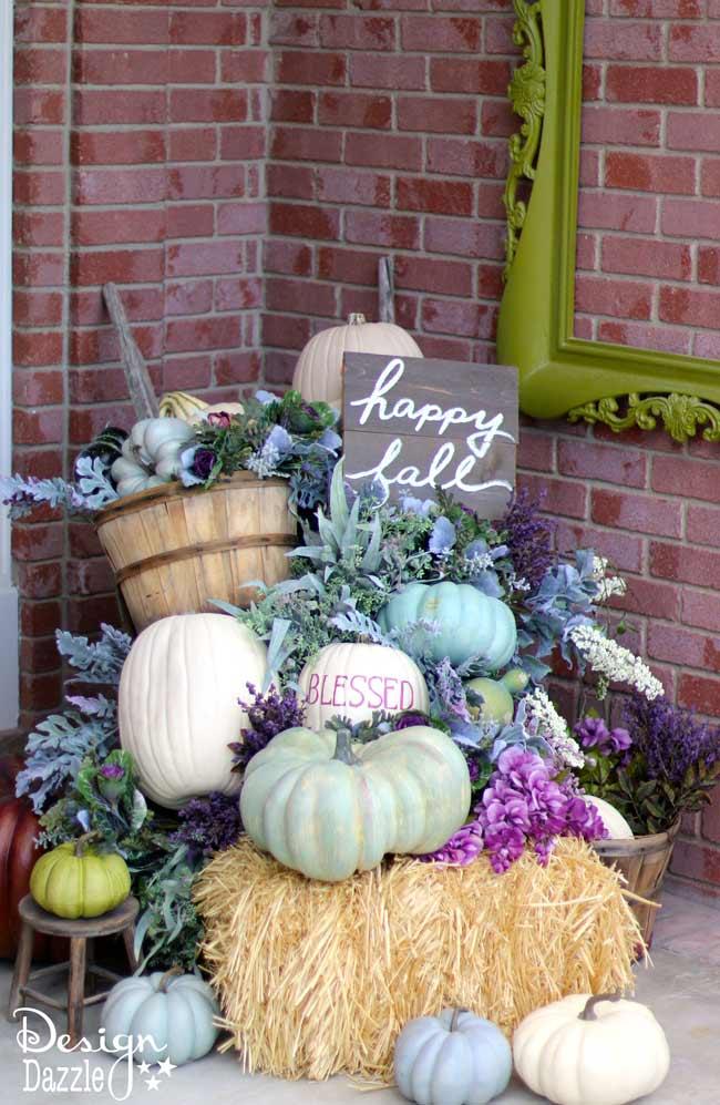 Pumpkin fall porch at Design Dazle.