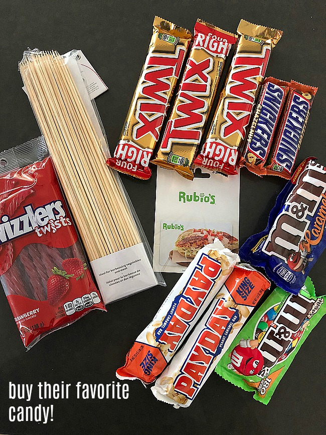 Candy Bar Bouquet. Create the PERFECT gift for anyone on your list with their favorite candy bars and even a gift card to their favorite store or restaurant!!