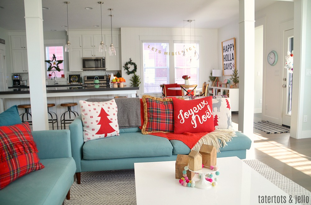 Merry Pom Pom Holiday Home Tour