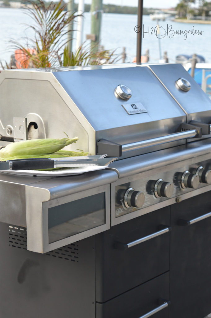 18 DIY Spring Home Ideas!  to Makeover a Barbecue Grill and make it look new again.