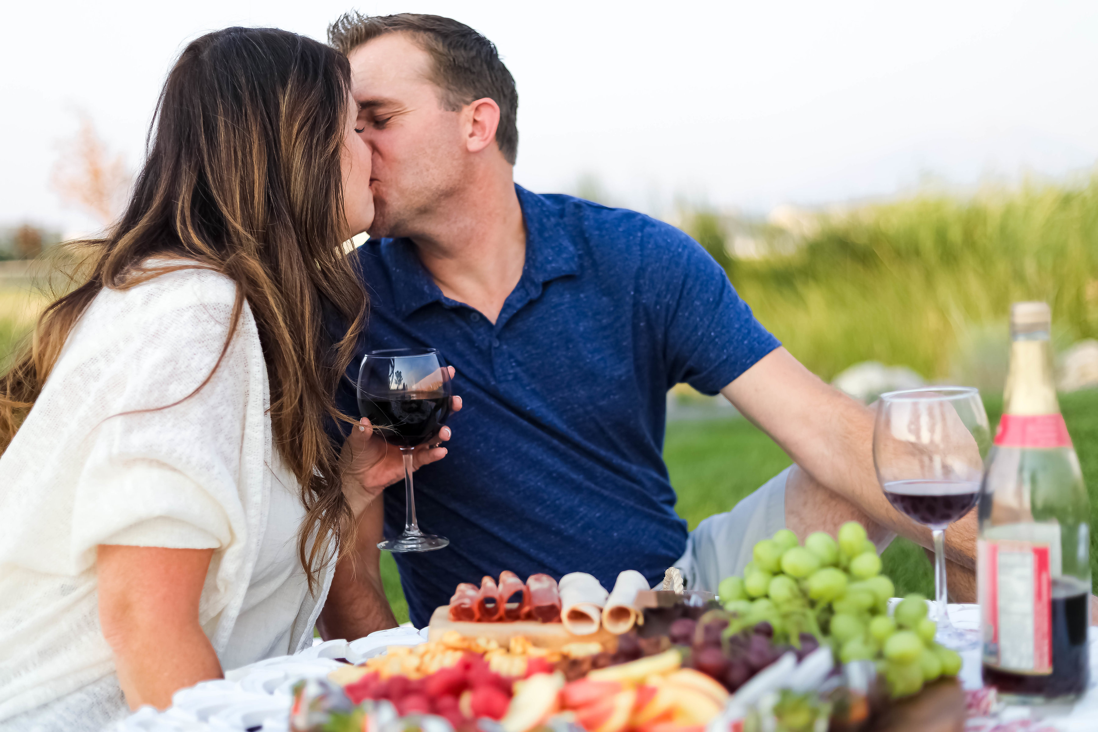 tips to create the perfect romantic picnic