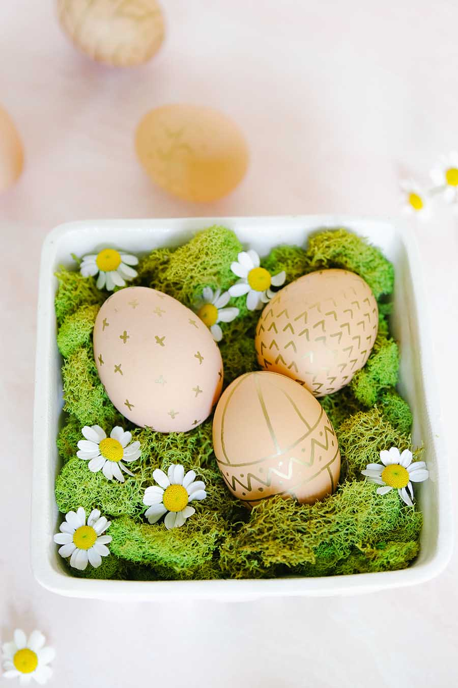 How to decorate brown eggs