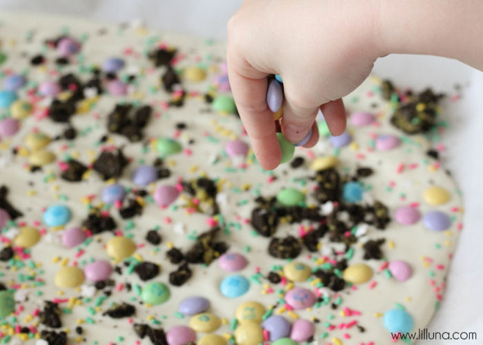Easter is the perfect time to make some DIY treats for parties and to celebrate the holiday! I love these Easter ideas!