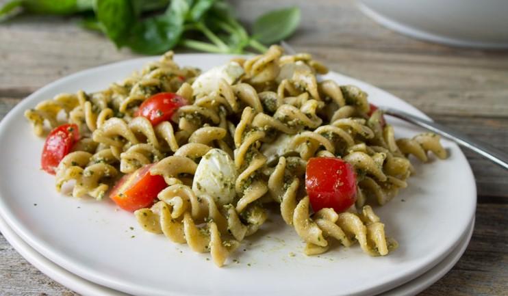 caprese pesto pasta salad