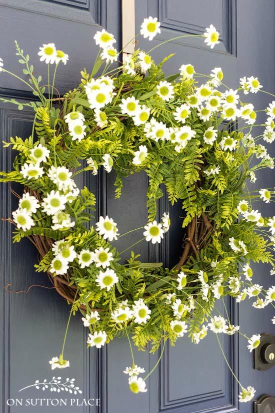 DIY Easy Fern & Daisy Summer Wreath