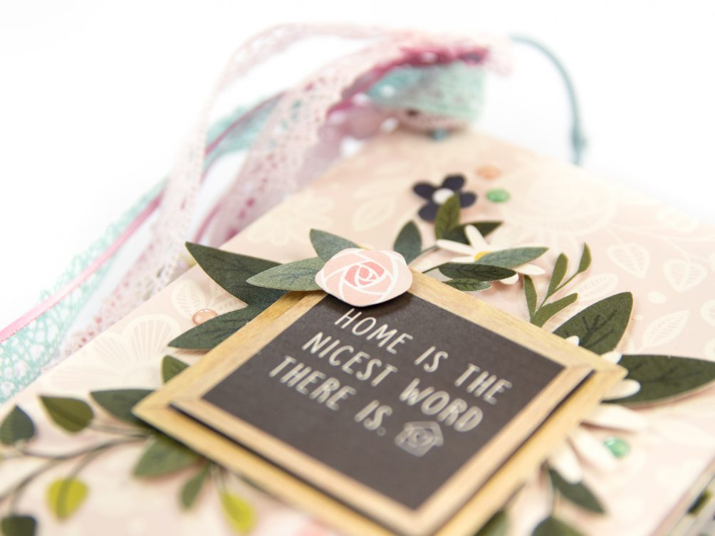 How to make a housewarming paper mini book! Create a beautiful keepsake for your home or as a housewarming gift for a new home. Guests can leave a special memory or photo of the time they visit!