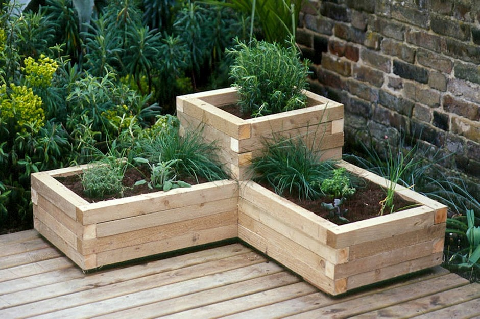 How to Make a Wood Planter @ Gardeners World
