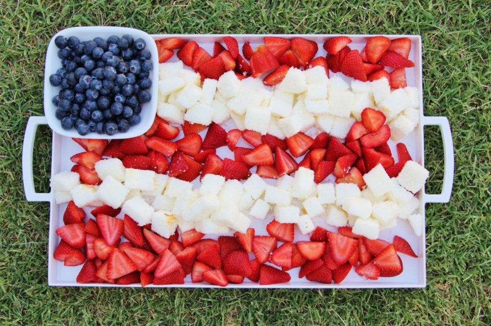 Easy Patriotic Cake and Berry Platter Flag Tray to make for the Fourth of July! #FourthofJuly #4thofJuly #patrioticparty #partyfood #partyrecipes #partytray