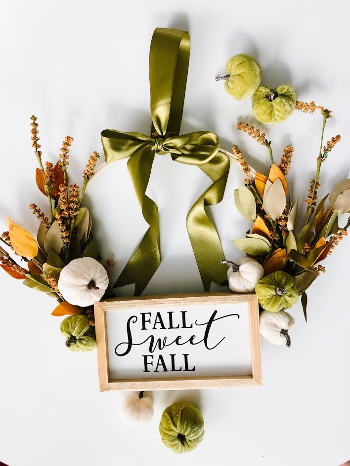 Make an Fall Embroidery Hoop Wreath! Only a few supplies are needed to create a beautiful wreath to display for Autumn and in less than 10 minutes you have a new fall wreath!