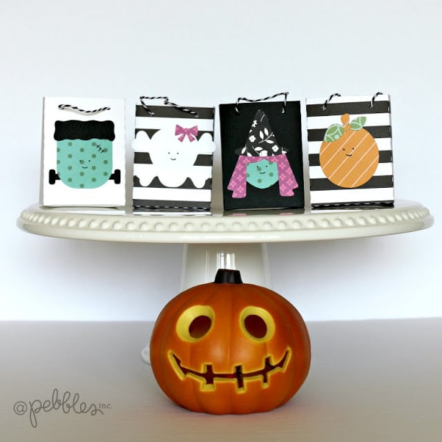 Halloween Treat Bags out of paper