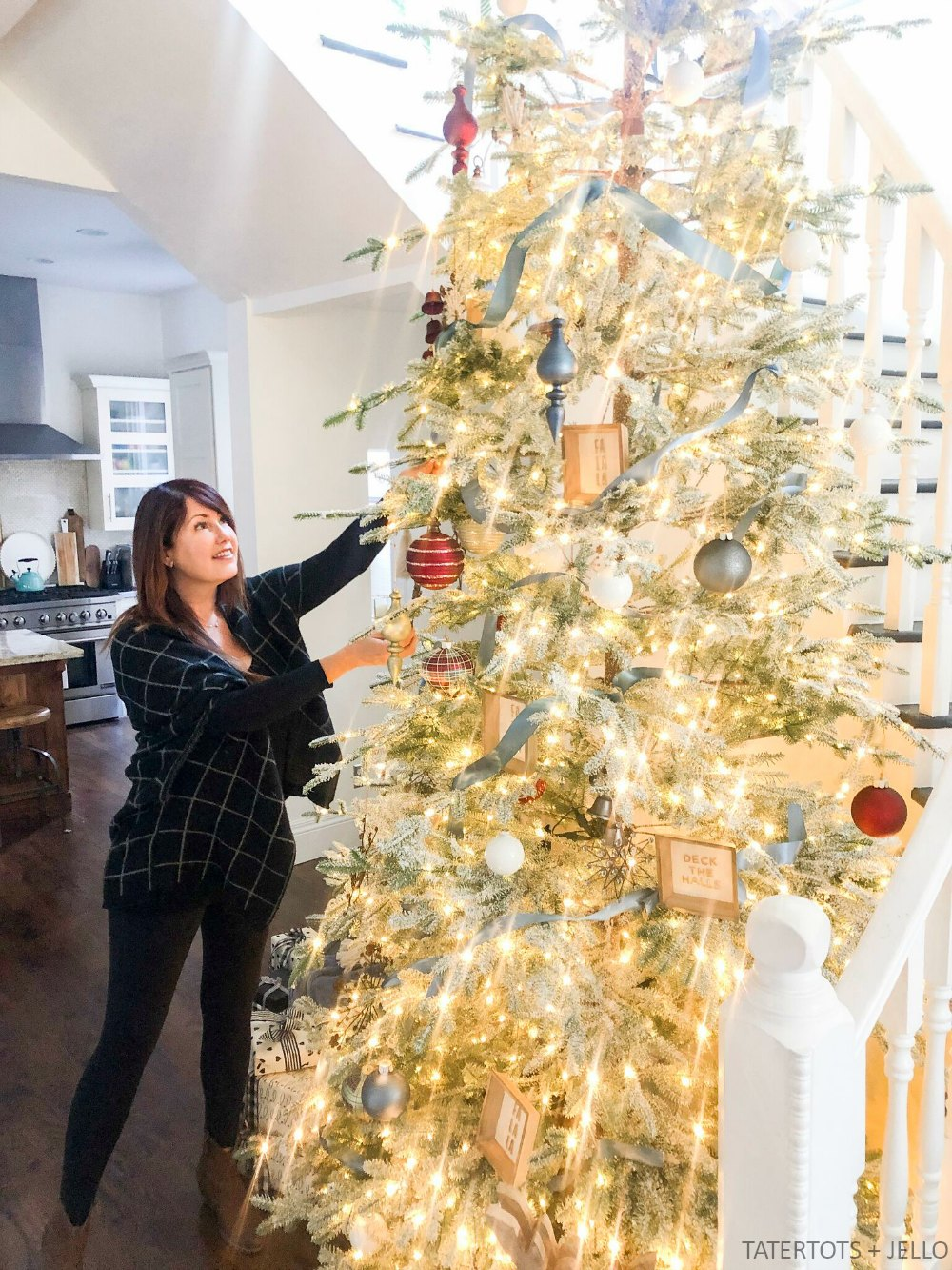 Cottage-Style Christmas Tree with Balsam Hill. 5 easy ways to create a cottage-style Christmas tree for your home!