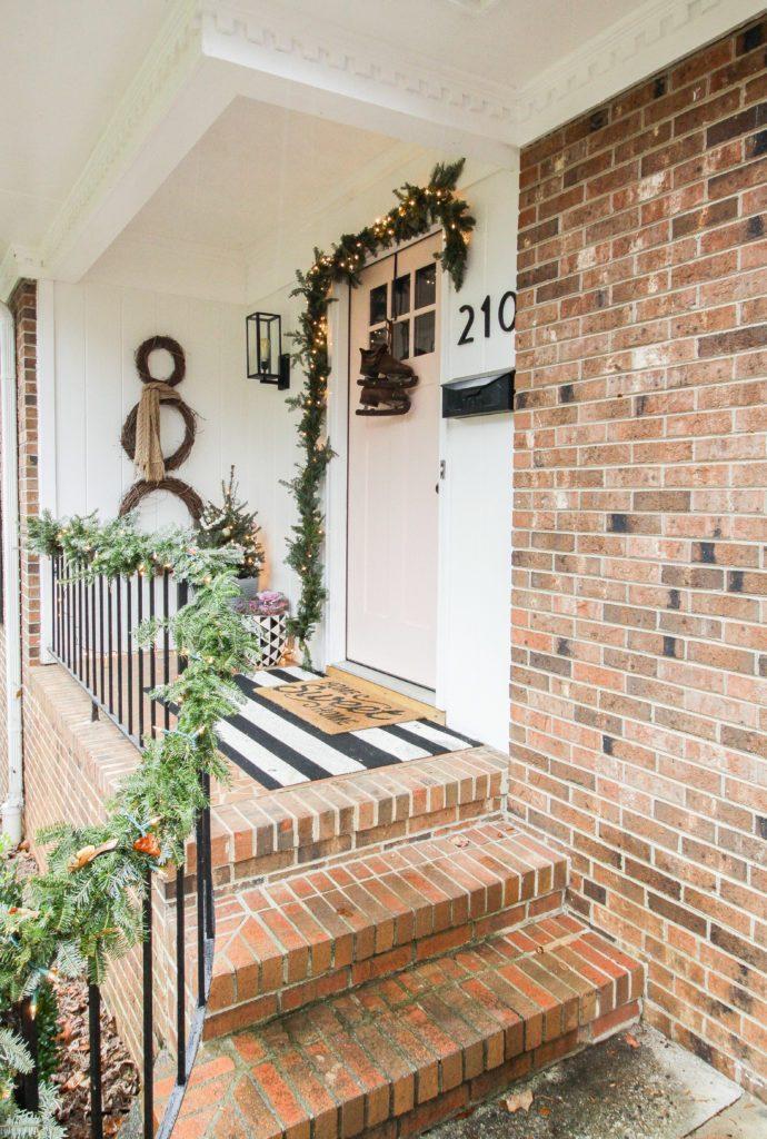 Cassie Bustamante's holiday porch
