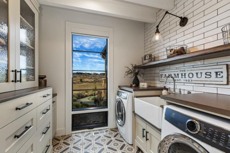 One Kind Design Laundry Room