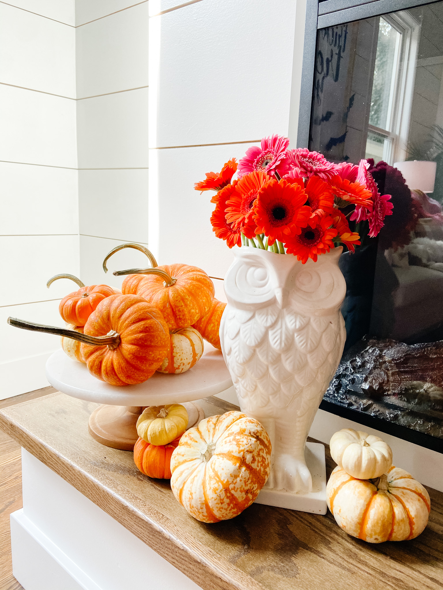 Easy easy ways to bring color into your cottage home for fall.