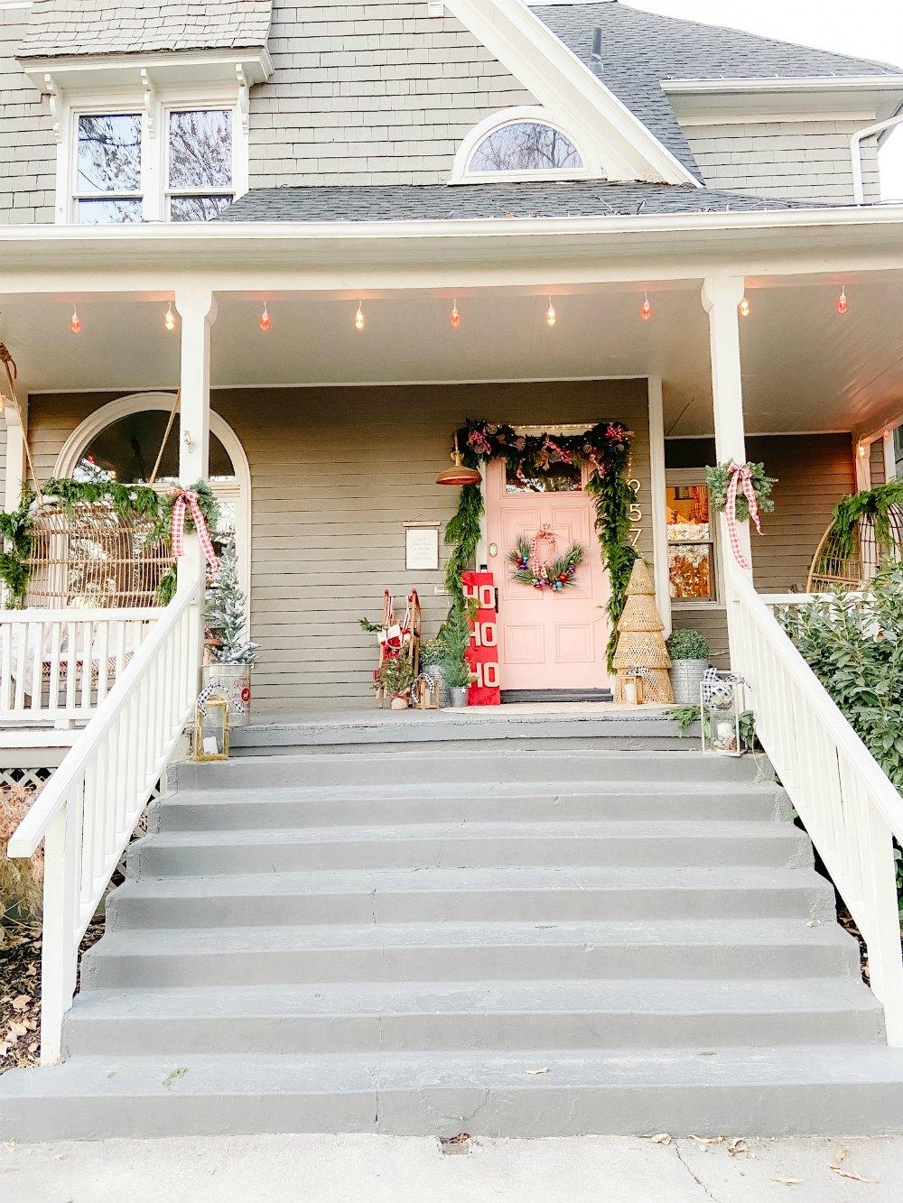 Avenues Cottage Christmas Decor