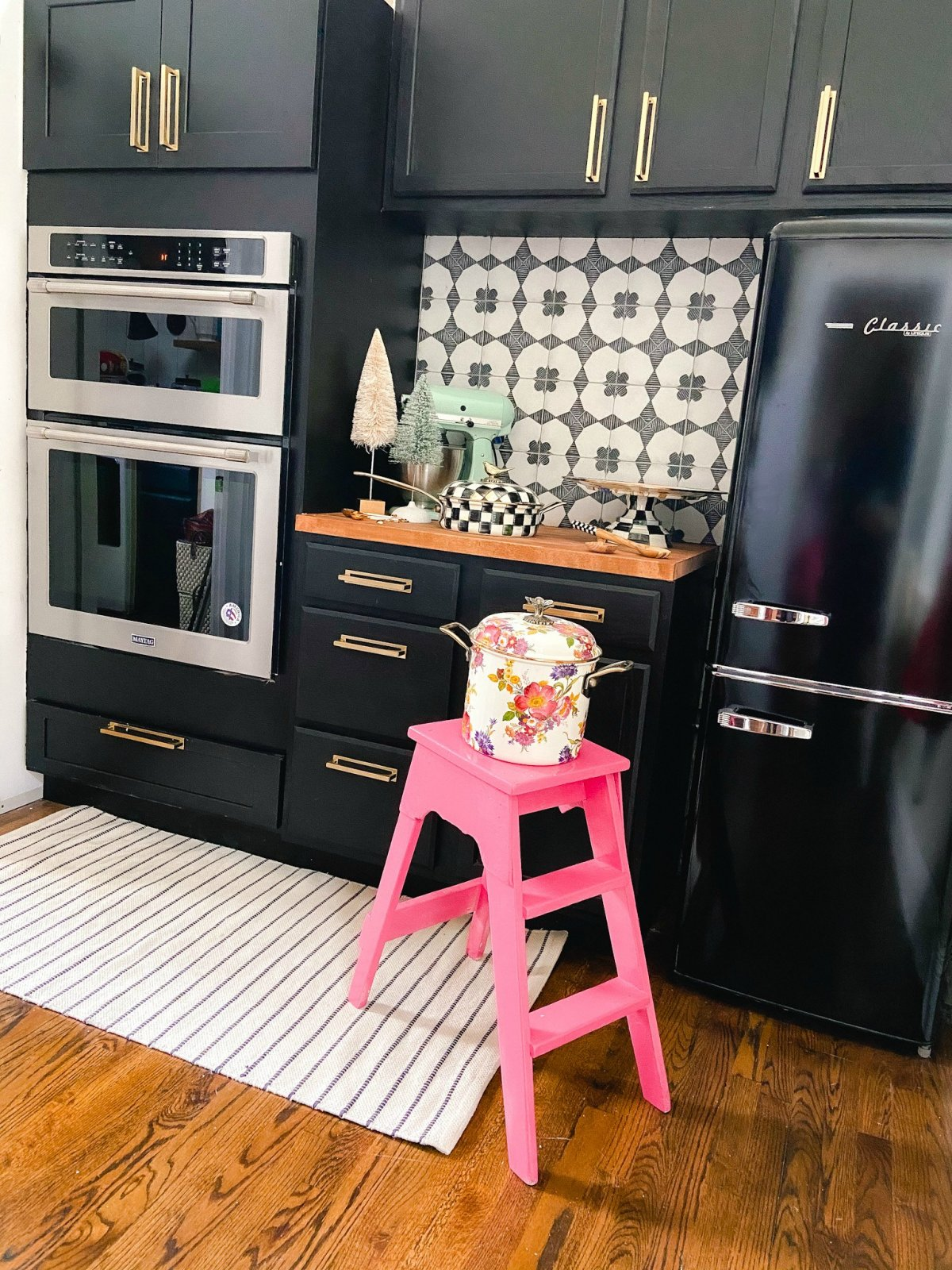 Colorful Butler's Pantry