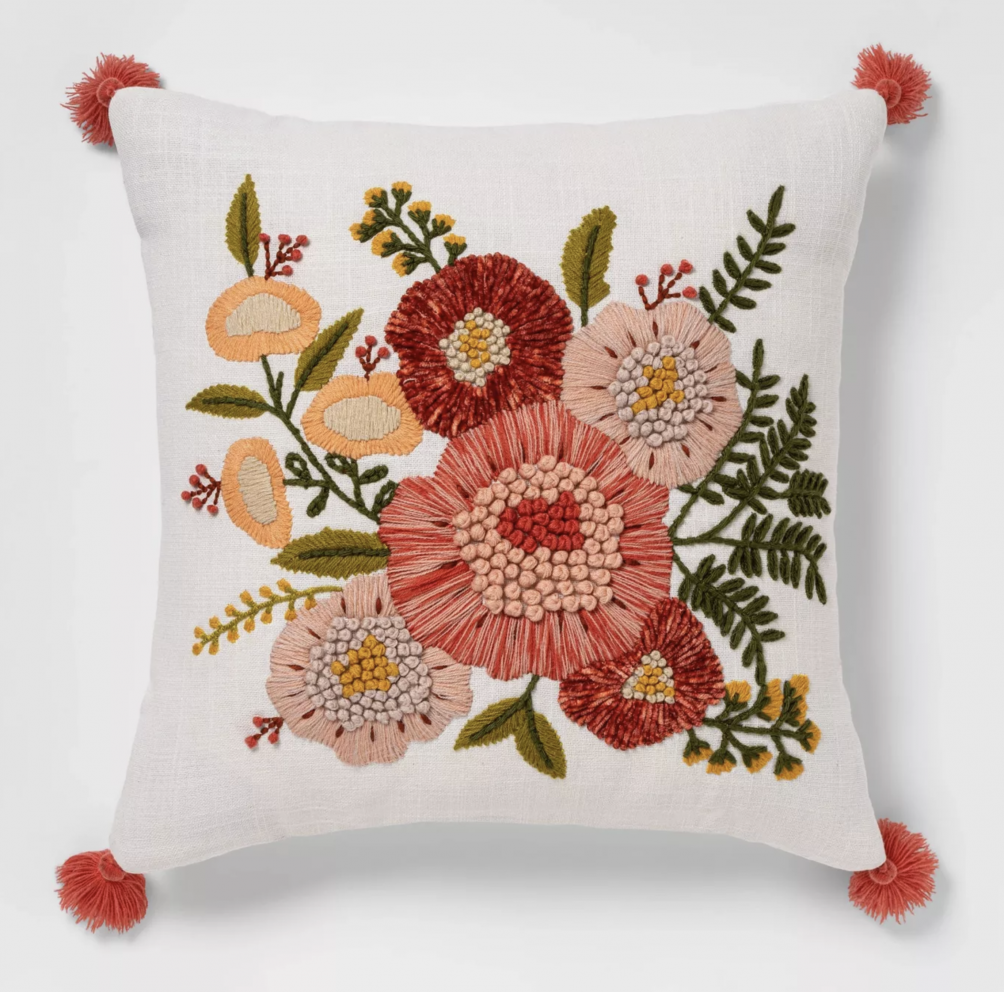 Spring Floral Pillow that matches the FREE spring botanical prints.
